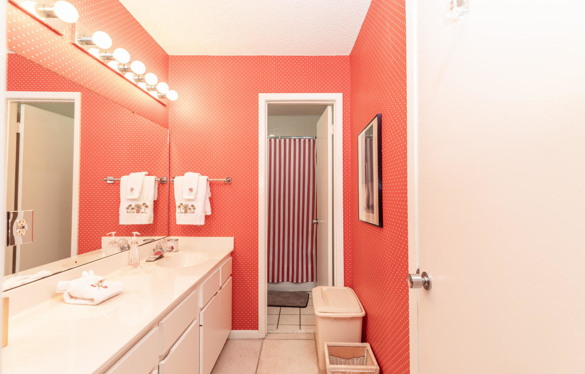 18-TOPS'L-Tennis-Village-Unit-62C-Bathroom