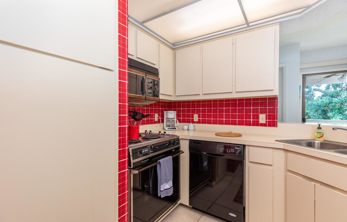 25-TOPS'L-Tennis-Village-Unit-62C-Kitchen